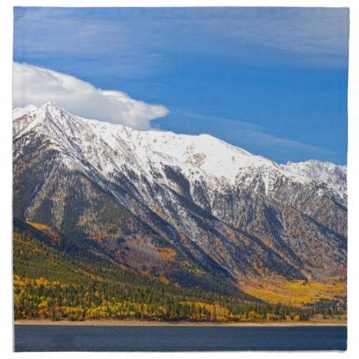 Paisaje gemelo del otoño de los lagos servilletas imprimidas