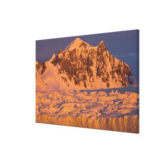 paisaje glacial congelado de la montaña a lo largo lona estirada galerias