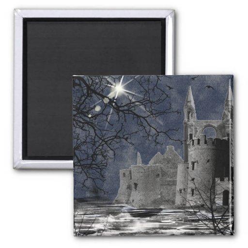 Paisaje gótico de la noche del solsticio imán