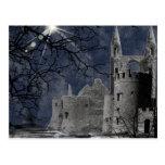 Paisaje gótico de la noche del solsticio postal