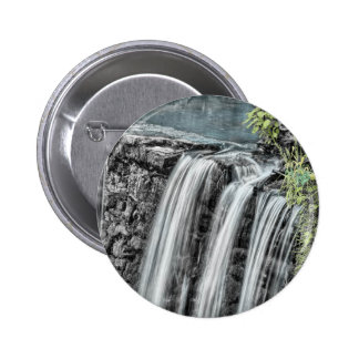 Paisaje hermoso de la cascada pin
