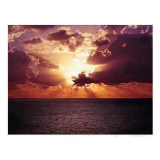 Paisaje hermoso de la puesta del sol tarjetas postales