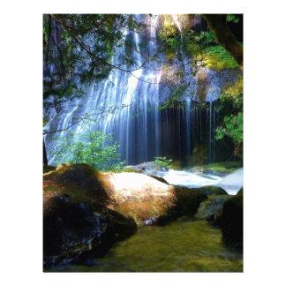 Paisaje hermoso de la selva de la cascada membretes personalizados