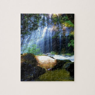 Paisaje hermoso de la selva de la cascada puzzle