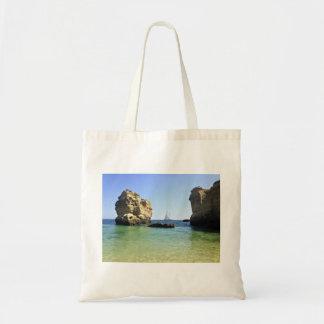 paisaje hermoso del barco de vela entre las rocas bolsa tela barata