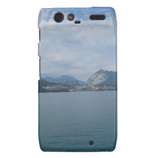 Paisaje hermoso en el lago Thun en Suiza Motorola Droid RAZR Fundas