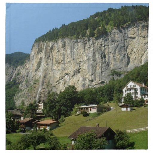 Paisaje hermoso en las montañas suizas servilletas