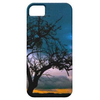 Paisaje imponente - silueta del árbol, puesta del iPhone 5 Case-Mate cárcasa