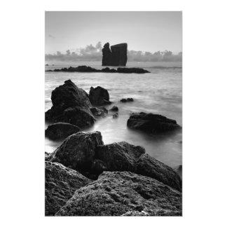 Paisaje marino blanco y negro de Azores Cojinete