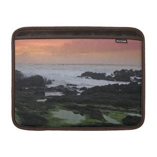 Paisaje marino en la puesta del sol fundas para macbook air