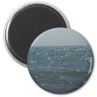 Paisaje marino, en las ondas imán de frigorífico