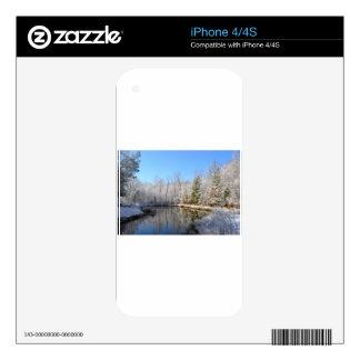 Paisaje nevado alrededor de la charca iPhone 4S calcomanía