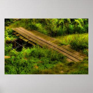 paisaje rural con el puente improvisado póster