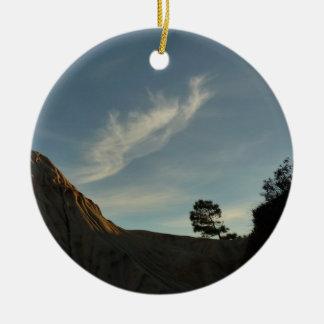 Paisaje solitario de la puesta del sol de adorno navideño redondo de cerámica