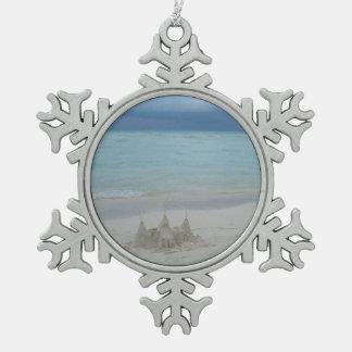 Paisaje tempestuoso de la playa del castillo de adorno de peltre en forma de copo de nieve