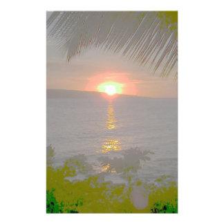 Paisaje tropical de la puesta del sol inmóvil  papeleria de diseño