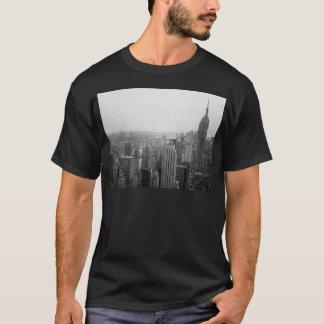 Paisaje urbano blanco y negro del horizonte de NYC Playera