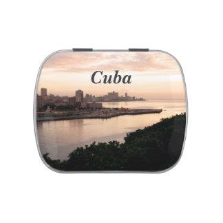 Paisaje urbano cubano frascos de dulces
