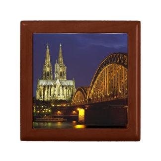 Paisaje urbano de Colonia en la caja de regalo de  Joyero Cuadrado Pequeño