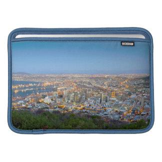 Paisaje urbano de la cumbre de la colina de la funda  MacBook