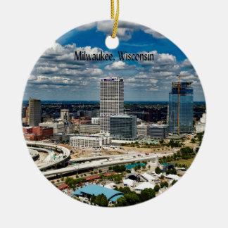 Paisaje urbano de Milwaukee, Wisconsin Adorno Navideño Redondo De Cerámica