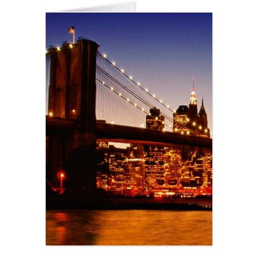 Paisaje urbano de Nueva York con el puente sobre e Tarjeton