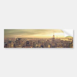 Paisaje urbano del horizonte de los rascacielos de etiqueta de parachoque