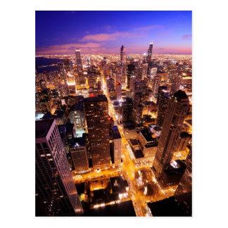 Paisaje urbano en la noche de Chicago Postal