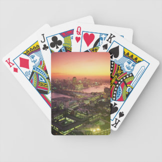 Paisaje urbano iluminado baraja de cartas