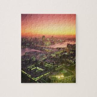 Paisaje urbano iluminado rompecabezas con fotos