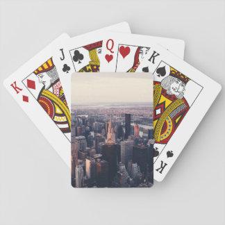 Paisaje urbano temático, imagen moderna del baraja de cartas