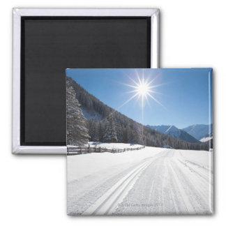 paisajes idílicos del invierno en el berwanger imán cuadrado