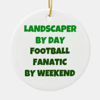 Paisajista del fanático del fútbol del día por adorno navideño redondo de cerámica