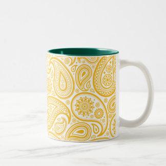Paisley amarilla en el fondo blanco tazas