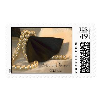 Pajarita negra y el casarse blanco de las perlas timbre postal