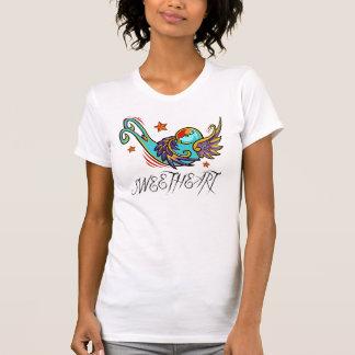 Pájaro artístico urbano del tatuaje del trago del  camiseta