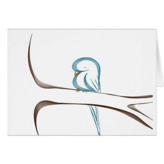 Pájaro azul adorable que se sienta en una rama tarjeta de felicitación