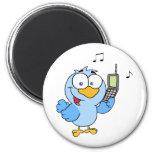 Pájaro azul con la burbuja del teléfono celular y  imán de nevera