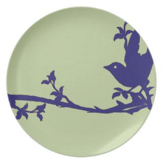 Pájaro azul del vintage en una marina de guerra de platos