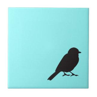 Pájaro azul elegante del trago de la silueta del g azulejo cuadrado pequeño
