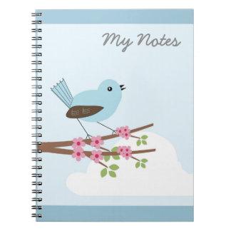 Pájaro azul en árbol del flor libro de apuntes