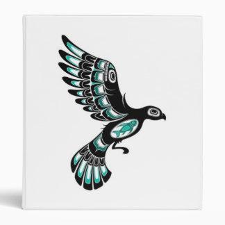 Pájaro azul y negro del trullo del vuelo del Haida