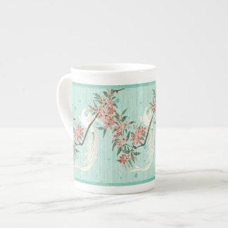 Pájaro blanco - flores de cerezo (taza de la taza de té
