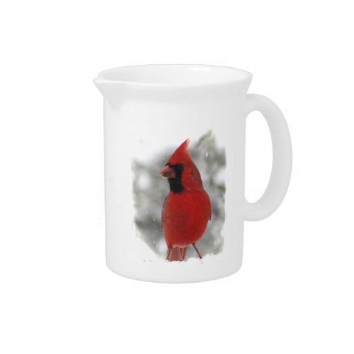 Pájaro cardinal en nieve jarra de beber