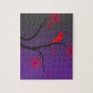 Pájaro cardinal rojo en un árbol en fondo púrpura puzzle