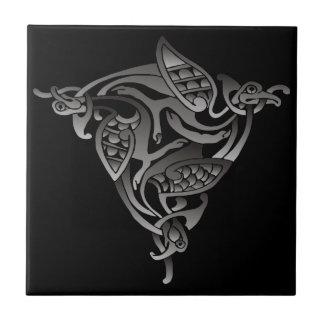 Pájaro céltico blanco negro azulejo cuadrado pequeño