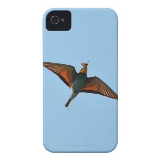 Pájaro con la mariposa en pico iPhone 4 Case-Mate cobertura