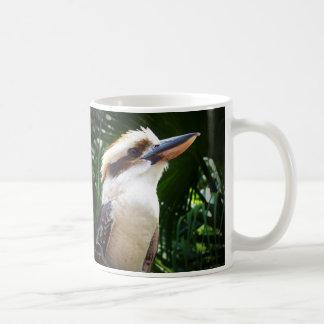 pájaro contra Kookaburra verde Taza Básica Blanca