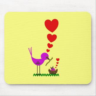 Pájaro de bebé de los corazones del pájaro de Momm Alfombrillas De Ratones