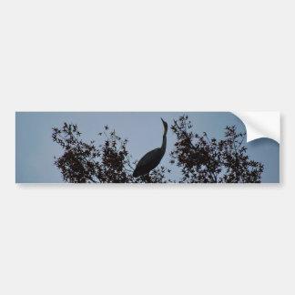 Pájaro de la garza en un árbol pegatina para auto